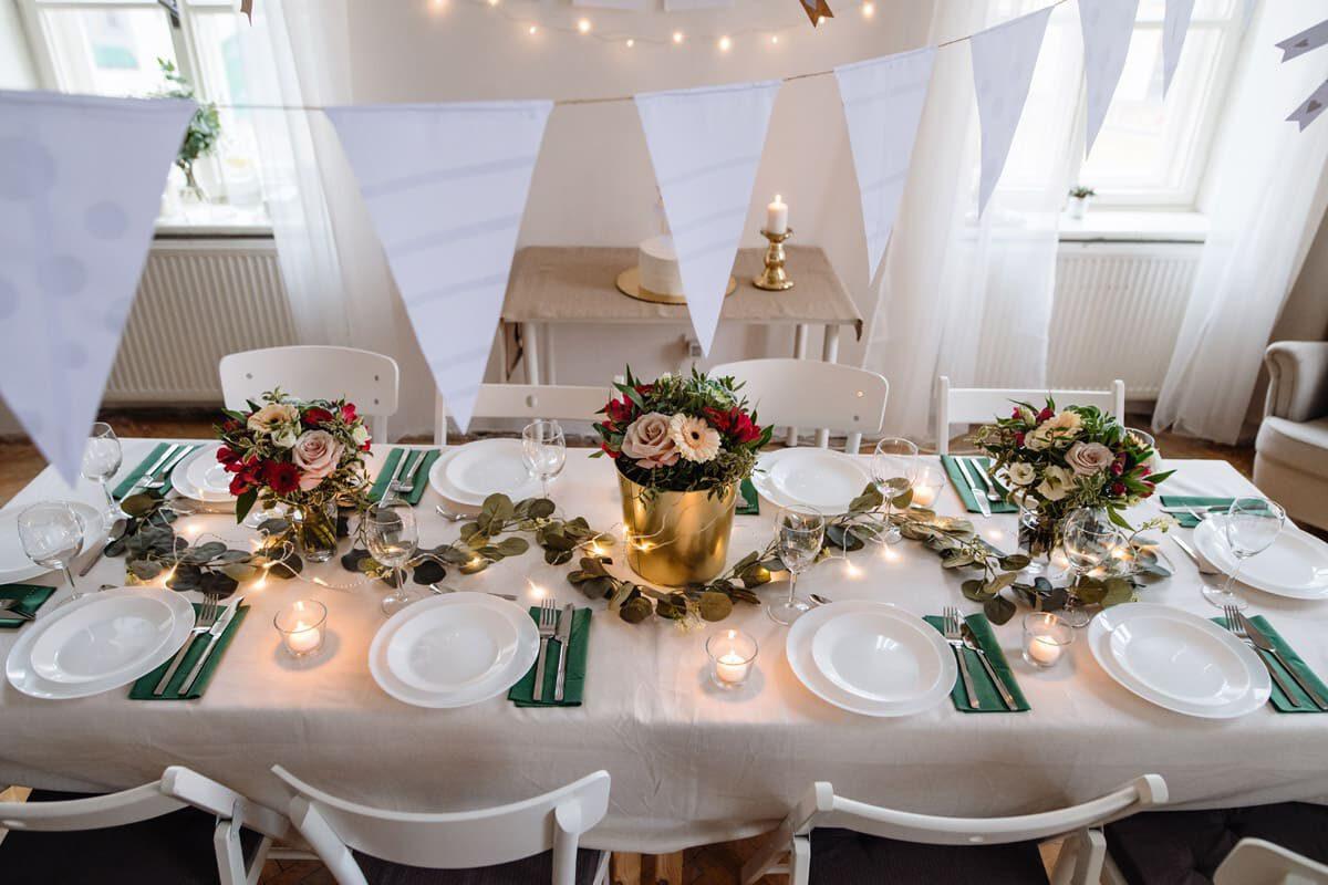 Kameralne przyjęcie weselne w restauracji