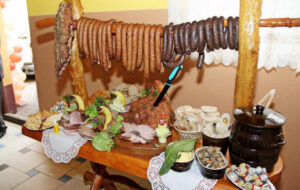 stół wiejski na wesele