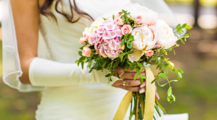 Wiązanki ślubne – kaskada, berło, a może wachlarz?