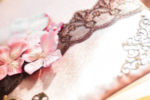 Jak powinien wyglądać tort weselny ? – Figurki i dodatki dekoracyjne