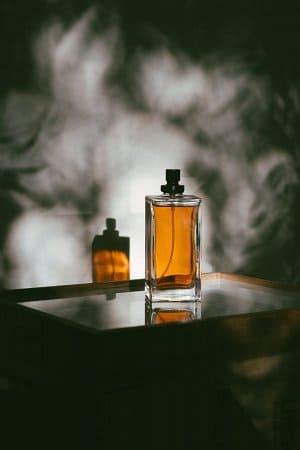 dymny zapach perfum z olejku wetywerii